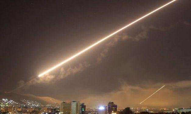 2021-09-03: Syrische raket gelanceerd in Israël, fragmenten verspreid in Tel Aviv ******* Syrian missile launched into Israel, fragments scattered in Tel Aviv