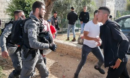 2021-10-21: Arabische rellen gaan door buiten de Oude Stad van Jeruzalem ******* Arab Rioting Continues Outside Jerusalem's Old City